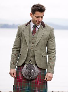 We love the warmth this tweed brings to the kilt outfit, the moleskin collar on the jacket makes this a real stand-out piece. Interchangeable with other styles of formalwear too! Tartan Men, Tartan Kilt, Kilt Wedding, Wedding Suits, Tartan Fashion, Mens Fashion, Kilt Jackets, Tweed Jackets, Men In Kilts