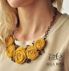 """"" New flowers fabric necklace ideas """" Nuevas flores collar de tela ideas """" Jewelry Crafts, Jewelry Art, Beaded Jewelry, Handmade Jewelry, Jewelry Design, Fashion Jewelry, Jewellery, Handmade Gifts, Textile Jewelry"