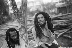 My childhood inspiration! I sat in the government yard in Trench Town with Bob Marley as a child while he made music. Image Bob Marley, Bob Marley Legend, Reggae Bob Marley, Rastafarian Culture, Bob Marley Pictures, Marley Family, Mona Lisa, Jah Rastafari, Robert Nesta