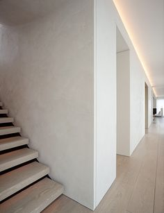 John Pawson - Schrager Apartment Simple technique to elevate your space Corridor Lighting, Cove Lighting, Indirect Lighting, Interior Lighting, Apartment Lighting, Ceiling Lighting, Minimalist Architecture, Minimalist Interior, Modern Interior