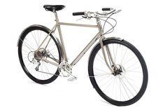 In die gleiche Pedale treffen auch die Räder der finnischen Marke Pelago. Trotz des Looks wird hier aber auf moderne Technik nicht verzichtet. Das Hanko kommt zum Beispiel mit Scheibenbremsen. Preis: ab 1.295 Euro.