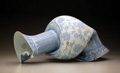 壊れた陶磁器をアートとしてるのがおもしろい