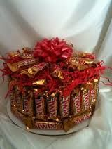 Image result for how to make a candy bar cake bouquet Candy Cakes, Fun Cakes, Birthday Cake Alternatives, Candy Arrangements, Cake Bouquet, Twix Bar, Candy Boutique, Candy Gifts, How To Make Cake