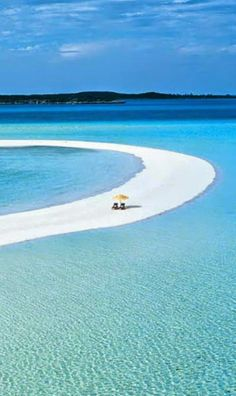 Mushacay...Bahamas, I want to be under that yellow umbrella | Incredible Pics