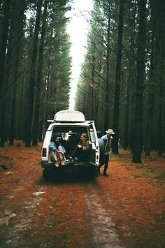 going for a road trip. i love this pic... makes me wanna hit the road
