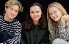 """Garette Ratliff Henson as Vic DePhillippi, Christina Ricci as Kathleen """"Kat"""" Harvey, and Jessica Wesson as Amber Whitmire 90s Movies, Movie Tv, Garette Ratliff Henson, Christina Ricci Casper, Casper 1995, D2 The Mighty Ducks, Devon Sawa, Hollywood, Young Actors"""