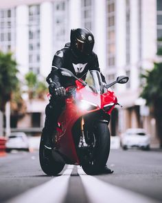 Panigale v 4 Sport Volleyball, Sport Basketball, Sport Football, Basketball Shoes, Ducati Motorbike, Motorbike Girl, Moto Bike, Motorcycle Bike, Motorcycle Jackets