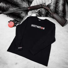 🍁 Fall 🍁 … in love with our long-sleeves t-shirts and shop them on www.valandtina.design #skeetshooting #skeet #clayshooting #shootingsports #claypigeon #shooting #tontauben #schießen #Tirol #Zillertal #Gerlos #claypigeonshooting #claypigeons #gift #geschenk #shotgun #shooter #balltrap #tiroavolo #shooter #wurfscheibenschiessen #schiesssport Clay Pigeon Shooting, Skeet Shooting, Fit Back, Unisex, Long Sleeve, Fabric, Cotton, How To Wear, Jackets