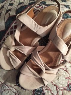 f73abd0b63c0 Clarks Artisans Cream 8.5 N.Leather Cross Strap OT Hook Loop Sandals Low  Wedge