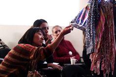 No último final de semana o Istituto Europeo di Design - IED São Paulo promoveu o Fashion Sunsets, evento que celebra a tradição e o futuro das técnicas manuais, a partir do talento de artesãos e designers que fazem a Moda brasileira. Durante toda a tarde do sábado aconteceram palestras para levantar tendências, além de exposições com pe...