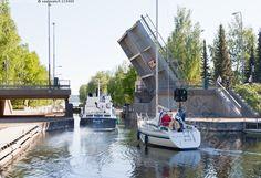 Asikkalan tunnetuin nähtävyys on vuonna 1871 valmistunut Vääksyn kanava, joka yhdistää Vesijärven ja Päijänteen välisen vesiliikenteen. Vääksyn kanava on historiallinen vesiliikenteen solmukohta ja Suomen vilkkaimmin liikennöity vapaa-ajan sisävesikanava, tunnettu matkailukohde ja kulttuurimaisema.