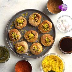 Easy Indian Snacks, Indian Dessert Recipes, Puri Recipes, Pakora Recipes, Fun Baking Recipes, Snack Recipes, Dhokla Recipe, Pani Puri Recipe, Food Porn