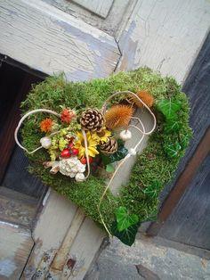 Věneček-dušičkový 7 /srdce/ Heart Shapes, Floral Arrangements, Christmas Wreaths, Halloween, Holiday Decor, Nature, Gardening, All Saints Day, Seasons Of The Year