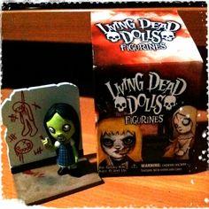 .Dee.K.figurine.by.Living.Dead.Dolls.