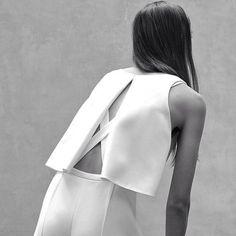 #witcherystyle Chic Minimal Tailoring - split back top; minimalist fashion // Narciso Rodriguez Resort 2016
