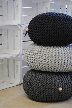 Sitzkissen & Bodenkissen - Strick-Pouf hellgrau melliert - ein Designerstück von Villka-Hillka bei DaWanda