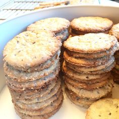 - Frøkjeks - Seed Biscuits, with butter, cheese or marmalade to a cup of tea Junk Food, Small Cake, Marmalade, Macarons, Biscuits, Tea Cups, Muffin, Food And Drink, Cookies