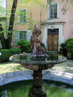Fountain in the courtyard ofMas d'Ange (House of the Angel)