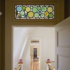 15 Old House Features We Were Wrong to Abandon - Transom Windows. The panels doors in old homes, especially those built in the Arts and Crafts style - Old Fashioned House, Arts And Crafts House, Transom Windows, Arts And Crafts Storage, Bathroom Windows, Stained Glass Panels, Old House, Glass Bathroom, Arts And Crafts Interiors