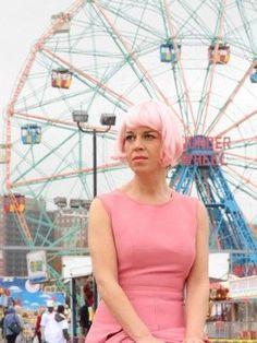 una parrucca rosa contro il tumore