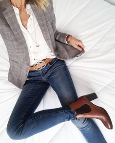 Business casual blazer jeans Blazer outfits with work fashion ideas Blazer Jeans, Look Blazer, Plaid Blazer, Outfit Jeans, Jeans Outfit For Work, Dress Up Jeans, Jacket Jeans, Denim Jeans, Fall Outfits For Work