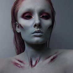 "Gefällt 3,037 Mal, 49 Kommentare - Laura Kalmakoff (@laurakalmakoff) auf Instagram: ""Not too sure what this is haha. Extraterrestrial mermaid? Products used: @graftobianmakeup face…"""
