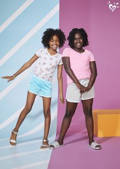 Shop cute & colorful tween girl outfits with the latest in clothing at Justice! Discover fun printed tops, on-trend jeans & more of the latest fashions she's sure to love. Curvy Girl Fashion, Tween Fashion, Patterned Leggings, Colorful Leggings, Spring Outfits, Girl Outfits, Justice Shorts, Justice Clothing, Tween Girls
