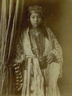 https://azititou.wordpress.com/2012/10/27/jeune-mauresque-dalgerie-1870/