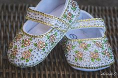 Made with crystal, gold shadow, light rose, and peridot Swarovski rhinestones. A perfect baby shower present or baby keepsake. The strap can be personalized with a name! Baby Shower Presents, Baby Shower Gifts, Baby Bling, Rhinestone Shoes, Light Rose, Baby Keepsake, Little Princess, Peridot, Rhinestones