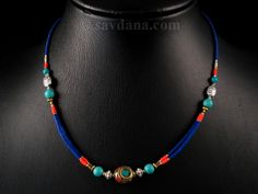 Beau collier typiquement tibétain. ------------------------------------- Beautiful typical tibetan necklace.