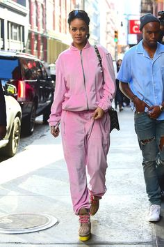 # outfits Pink # outfits Winter 21 Velvet tracksuits for casual wear . # outfits Pink # outfits Winter 21 Velvet tracksuits for ca. Moda Rihanna, Rihanna E, Estilo Rihanna, Rihanna Style, Rihanna Outfits, Velvet Tracksuit, Pink Velour Tracksuit, Juicy Tracksuit, Casual