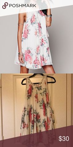 Free People floral dress!! Free people pleated tent dress! Excellent condition, not stains or tears! Only worn a few times! Comfortable material and perfect for spring and summer! Free People Dresses