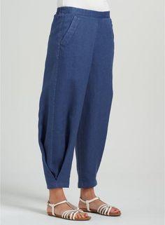 Elizabeth Linen Easy-wear Structured Pants Source by qfbvanexa wear Linen Pants Women, Pants For Women, Clothes For Women, Women Trousers, Salwar Designs, Blouse Designs, Salwar Pants, Pleated Pants, Women's Dress Pants