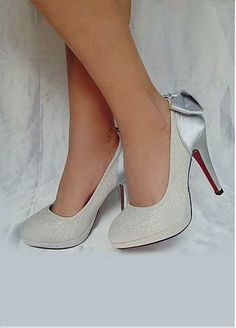 Buy discount Elegant Plastics Outsole High Heel Closed Toe Silver Wedding Shoes With Bow Embellishment at Dressilyme.com