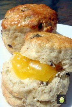 Quick and Easy to make, moist, light and fluffy! I first learnt to make Classic English Scones when I was 11 years old, in Hong Kong. Back in those days, Hong Kong English Scones, English Food, Breakfast Recipes, Dessert Recipes, Party Desserts, Little Lunch, Empanada, Sweet Bread, Yummy Food