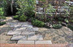 既存の庭木を数本移植した後、和風のお庭を施工させていただきました。 砂利敷きと御影石の敷石アプローチが広い空間となり、お庭を一層明るくさせるデザインです。 Chiba, Yard Landscaping, Sidewalk, Deck, Patio, Japan, Landscape, Garden, Outdoor Decor