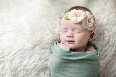 bebe con diadema