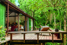 "Conheça a casa ""in natura"" assinada por Vania Chene - Modern Jungle House, Forest House, Style At Home, Design Exterior, Wooden House, Tropical Houses, Cabin Homes, House In The Woods, My Dream Home"