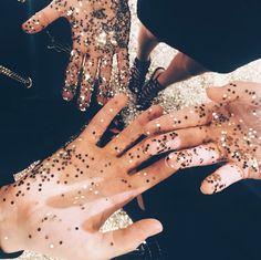 :: hand full of glitter ::