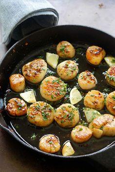 Brown Butter Honey Garlic Scallops - crazy delicious seared scallops with brown butter and honey garlic sauce. The best scallops recipe ever | rasamalaysia.com