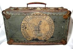 dickensian-dandy: Metal suitcase with awesome patina Old Trunks, Vintage Trunks, Trunks And Chests, Vintage Suitcases, Vintage Luggage, Vintage Travel, Vintage Decor, Vintage Antiques, Vintage Items