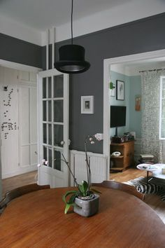 Salle à manger # madamelabroc # Moles Breath Dining Room Colors, Dining Room Design, Grey Room, Living Room Grey, Small Downstairs Toilet, Paint Colors For Home, Paint Colours, Hall Colour, Hallway Designs