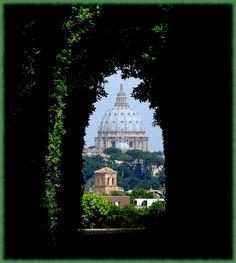 Roma, San Pietro visto dall'Aventino. St. Peter's vew from the KeyHole