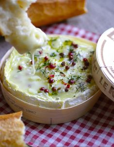 Gooey Baked Camembert 35 Next-Level Appetizers – all about christmas appetizers Easy Thanksgiving Recipes, Holiday Recipes, Holiday Appetizers, Appetizer Recipes, Party Appetizers, Party Snacks, Brie Appetizer, Appetizer Ideas, Holiday Parties