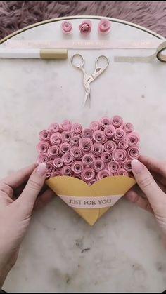 diy birthday gifts for boyfriend Alejo ideas for boyfriend diy diy videos 5 minute crafts Cool Paper Crafts, Paper Flowers Craft, Paper Crafts Origami, Origami Art, Flower Crafts, Diy Paper, Diy Projects With Paper, Origami Bookmark, Tissue Paper Crafts