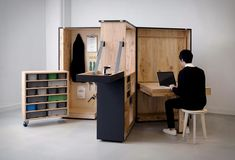 DIY Office Box Folding Furniture, Space Saving Furniture, Furniture Design, Micro Apartment, Office Workstations, Amazing Spaces, Prefab Homes, Outdoor Lounge, Design Firms