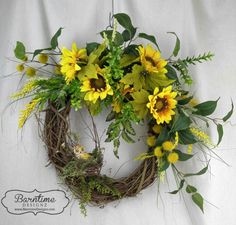 Cheery sunflowers to brighten up the day! Find this & more in our shop https://www.barntimedesignz.com/shop?olsFocus=false&olsPage=products Or contact us directly. #barntimedesignz #handmadedecor #handmadeintexas #shopping #springdecor #sunflowers #wreath #farmhousedecor #mothersday #rusticdecor