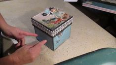 "(francais) Scrapbooking boite explosion format moyen ""Mariposa"" de DCWV Mini Albums Scrap, Explosion Box, Decorative Boxes, Creations, Explosions, Tips And Tricks, Notebooks, Projects, Decorative Storage Boxes"