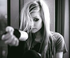 Avril Lavigne in her earlier days, maybe so cute, absolutely love this stunning picture of Princesa Punk, Rainha Do Rock, Avril Lavigne Style, Avril Levigne, Punk Rock Princess, Charly Jordan, The Best Damn Thing, Rock Queen, Harry 1d