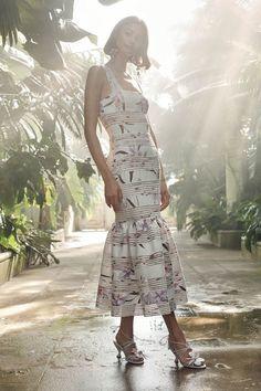 The complete Zimmermann Resort 2019 fashion show now on Vogue Runway. Hi Fashion, Runway Fashion, Fashion Show, Ethnic Fashion, Fashion Weeks, Vogue Paris, Australian Fashion Designers, Haute Couture Fashion, Floral Midi Dress